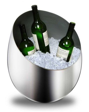 The Queen of the Castle Silver Ice Bucket is an essential for those who love to entertain! Its large size and sophisticated modern design will allow you to cool your beverages in style. This ice bucket can be a centerpiece for get-togethers or be used as