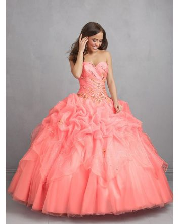 The strapless bodice of this gown sits atop a multi-tiered skirt, sprinkledwith sparkling crystal details. The delicate flower appliques are subtly beautiful  Magical Details:  Dress Style: Q424  Size: 8  Color: Coral   Magical Details:  New D